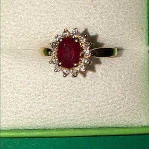 Vintage 10 karat yellow gold ruby and diamond 💍